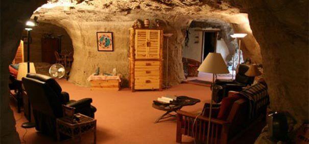 O hotel caverna proporciona uma noite exótica.