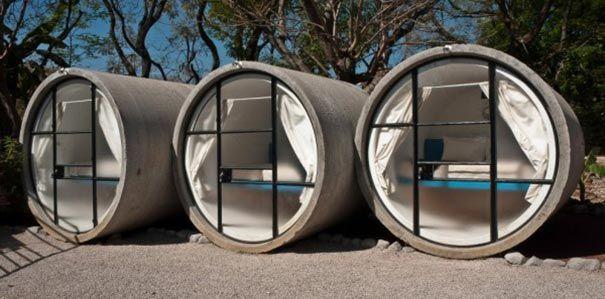 Hotel feito de tubos de concreto.
