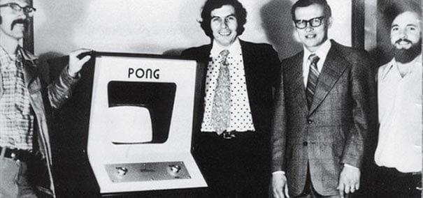 Atari lança o jogo Pong.