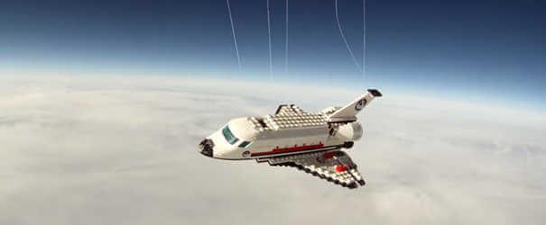 Brinquedo de lego - Coisas estranhas enviadas ao espaço