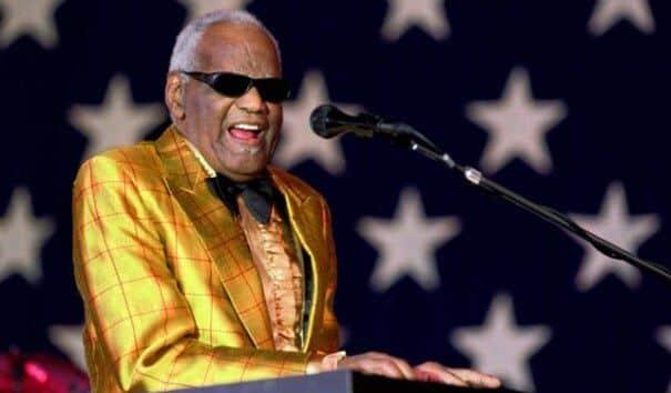 Ray Charles em uma apresentação ao vivo nos Estados Unidos