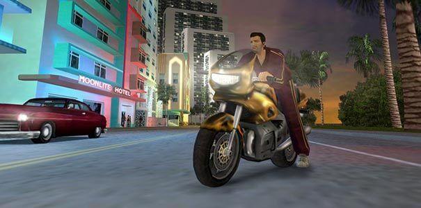 Pilotando uma moto em Grand Theft Auto.